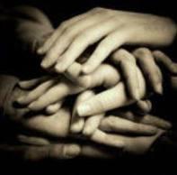 Mans-unides-per-lluitar-contra-la-pobresa